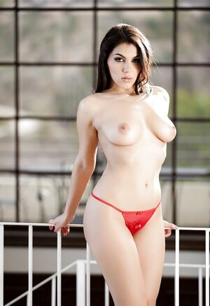 There are no words to describe staggering adult star Valentina Nappi from Italy
