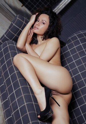 Luxurious gal with natural boobies took each and all her clothes off hinting at sex