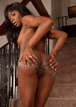 Chocolate babe in high leather boots spreads her undersized ass and also cunt